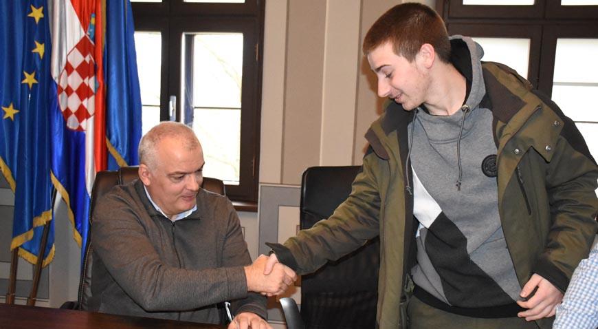 Ivanić- Grad za stipendije osigurao 350 tisuća kuna