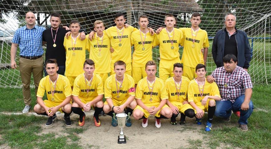 FOTO: Zvekovac slavi pionire i juniore koji su najbolji u svojim ligama