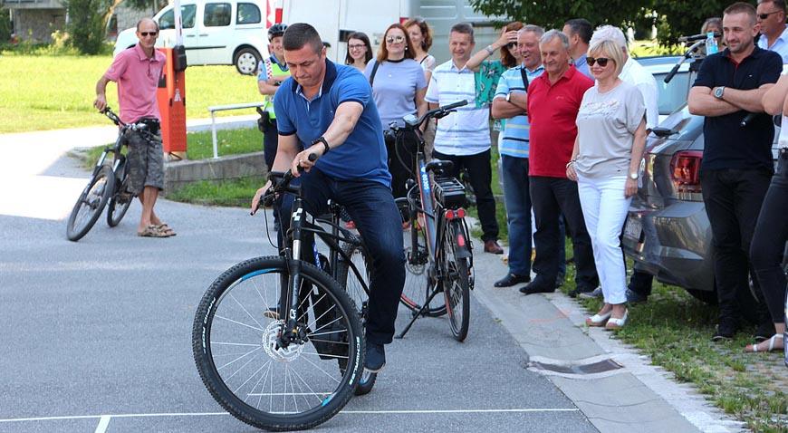 U Jastrebarskom otvorena prva garaža s javnim električnim biciklima u Hrvatskoj