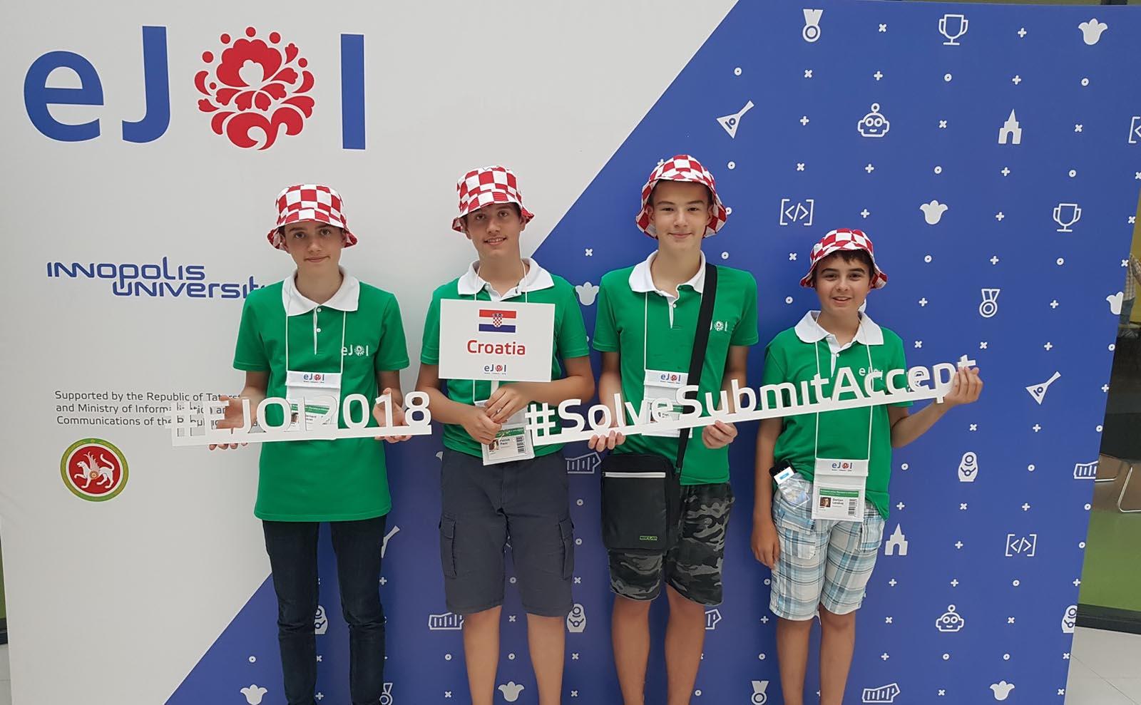 FOTO: Dva srebra i bronca za mlade hrvatske informatičare na europskoj juniorskoj olimpijadi