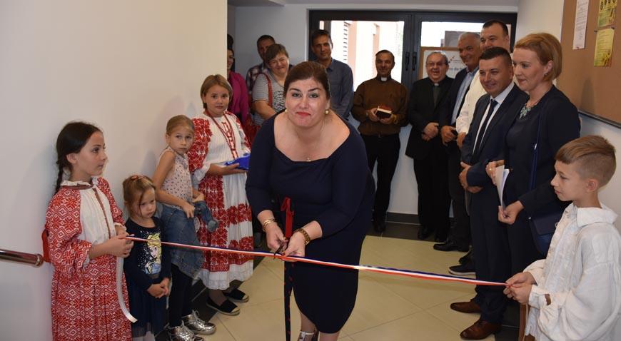 Novoobnovljena općinska zgrada u Rugvici vizurom podsjeća na posavsku hižu