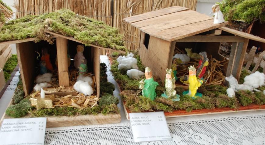FOTO: Učenici Osnovne škole Vladimira Nazora svojim mještanima poklonili izložbu Božićnih jaslica