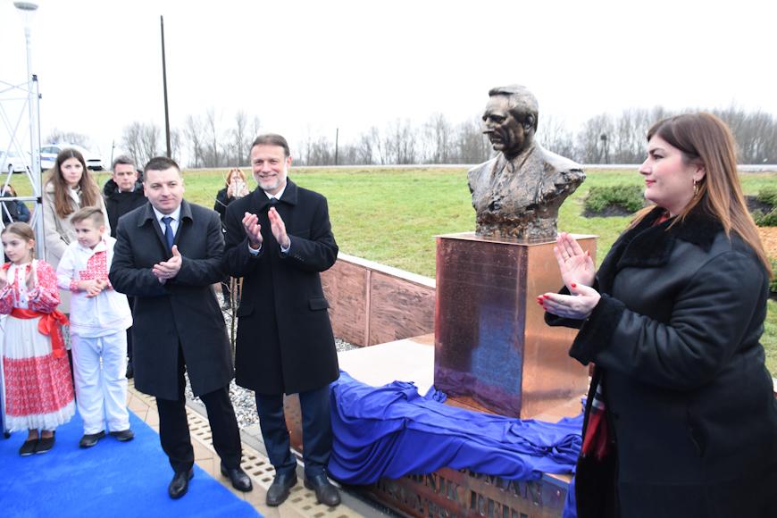 FOTO: U Rugvici otvoren novoizgrađeni Trg dr. Franje Tuđmana