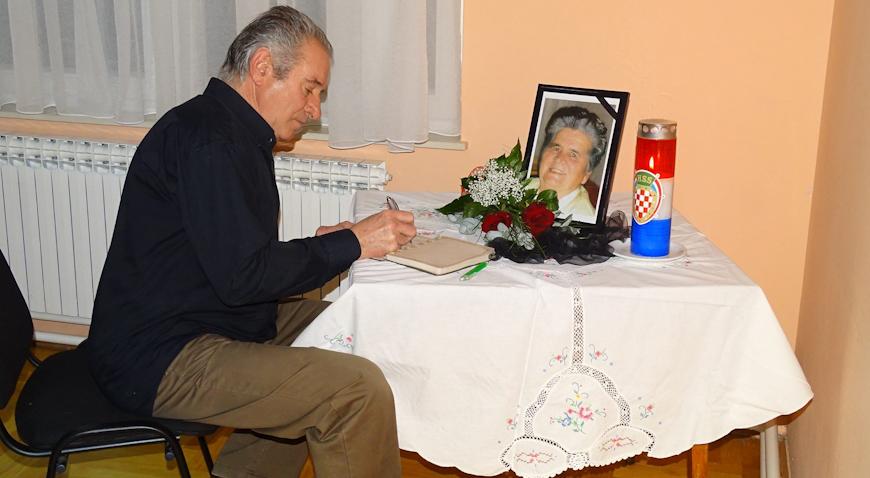 Čihatva perja u znak sjećanja na Jasnu Prčić Ključarić i Antoniju Maleković- Tončku