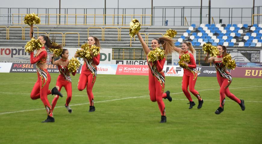 Cheerleadersice na Gradskom stadionu u Velikoj Gorici