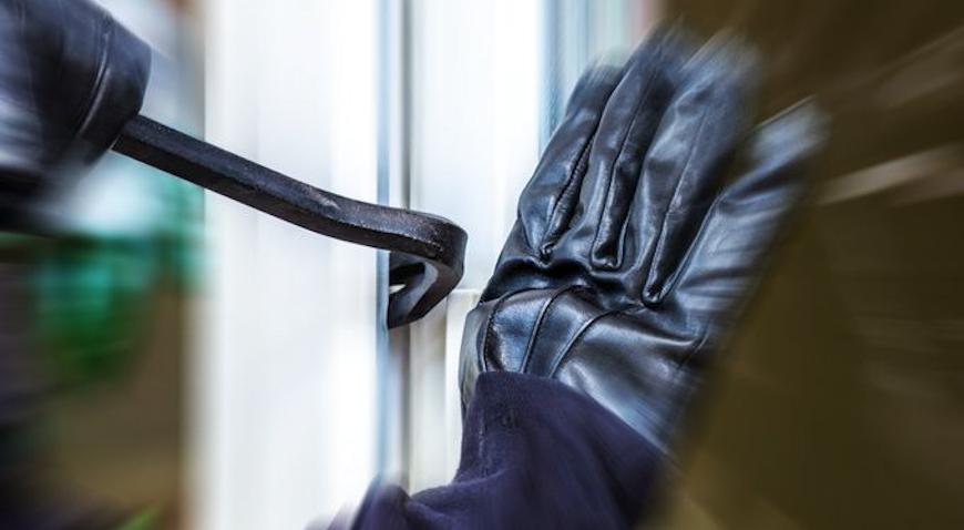 Policijski službenik van službe uhitio dvije mlađe ženske osobe u pokušaju provale