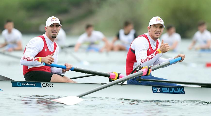 Braća Sinković na Jarunu veslala protiv osmerca, u cilj ušli kao drugi