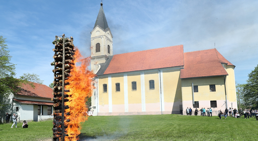 VIDEO/FOTO: Paljenje uskrsne vuzmice u Gradecu