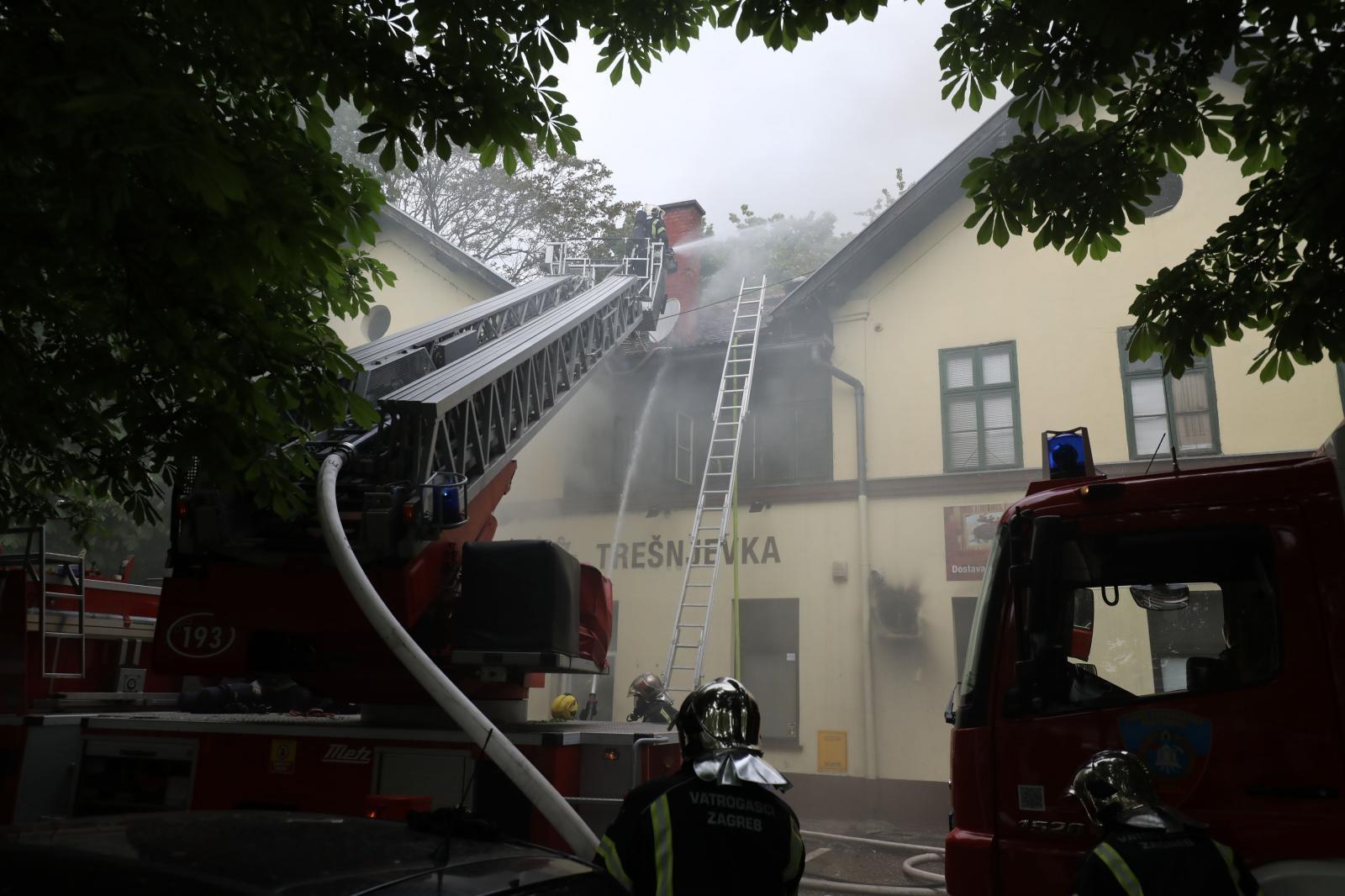 Požar na krovištu nekadašnje pivnice Medvedgrad