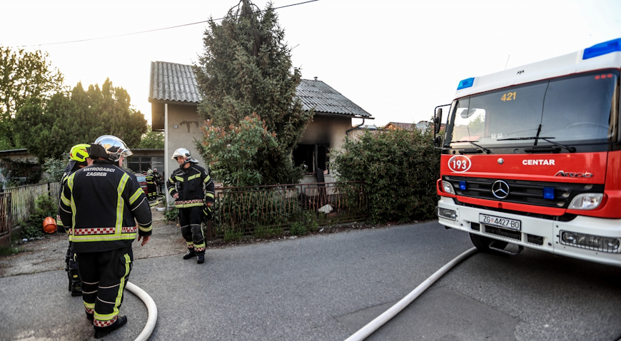 Gorjela kuća u Svetoj Klari, jedna osoba prevezena u bolnicu