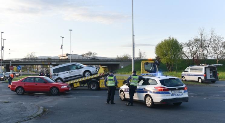 Dvije osobe ozlijeđene u sudaru dvaju automobila na Žitnjaku