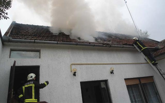 Požar krovišta kuće u Velikoj Gorici