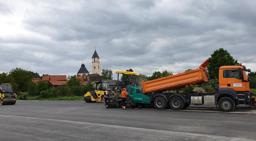 FOTO: Asfaltirano parkiralište u Krašiću