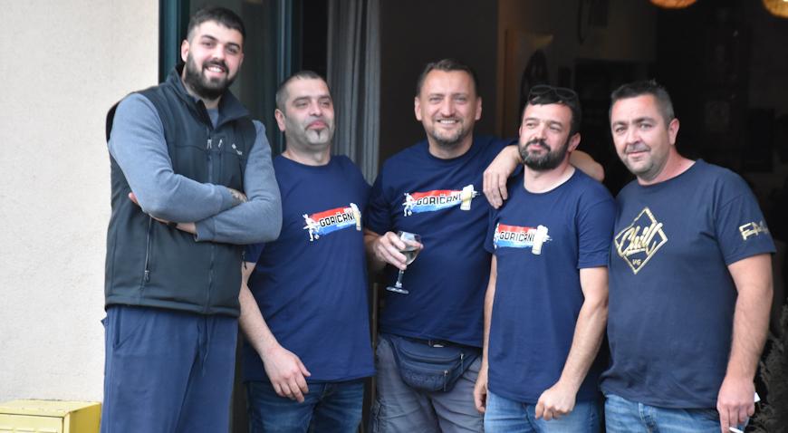 ZAGRIJAVANJE ZA HUMANITARKU – Pikado turnirom prikupljali sredstva za Lorenu Rinčić