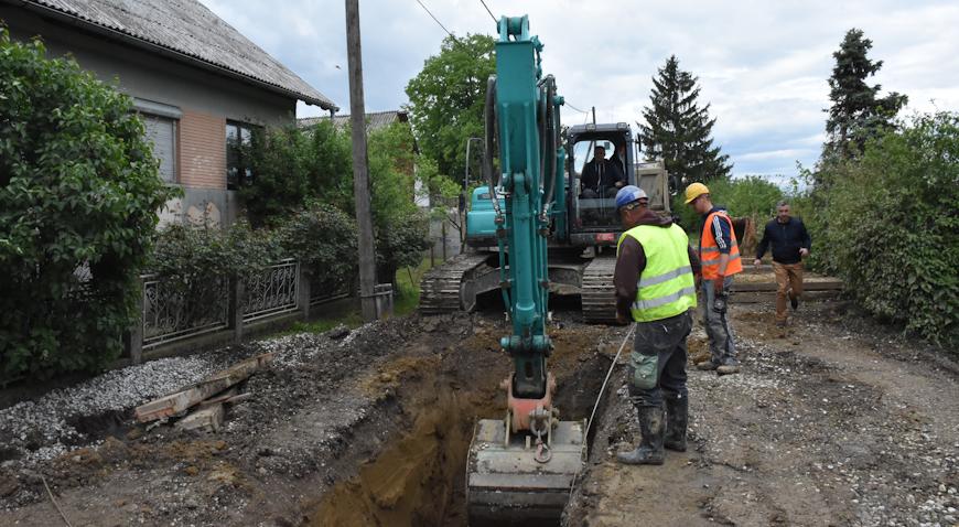 FOTO: Do kraja lipnja završetak radova na kanalizaciji u Ostrni