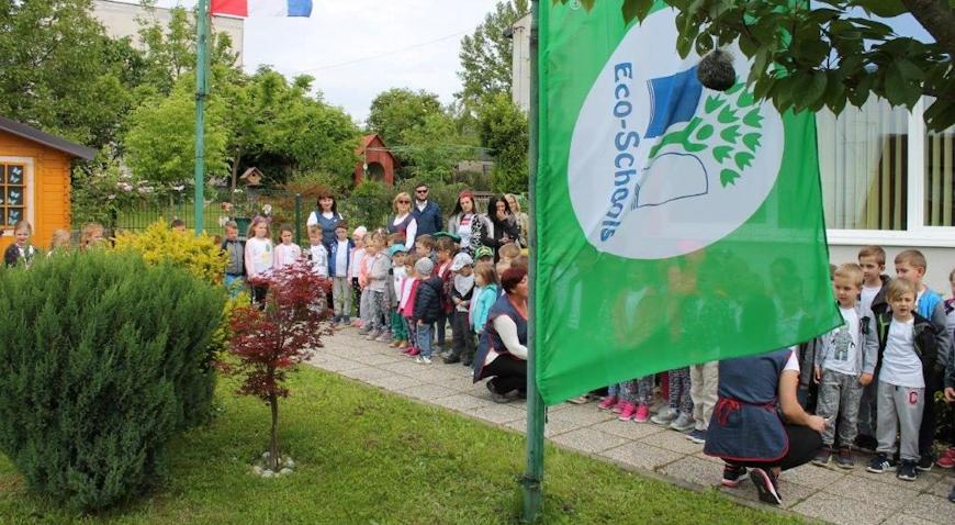 Zelena zastava zavijorila ispred Dječjeg vrtića Križ