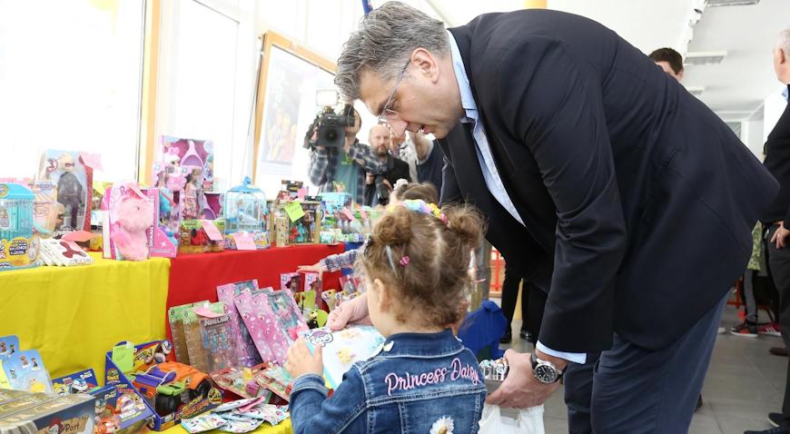 FOTO IVANIĆ-GRAD U ZNAKU IGRAČAKA – Premijer Plenković posjetio Festival igračaka