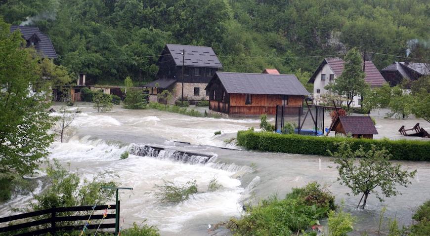 Nabujala rijeka Korana odsjekla selo Korana