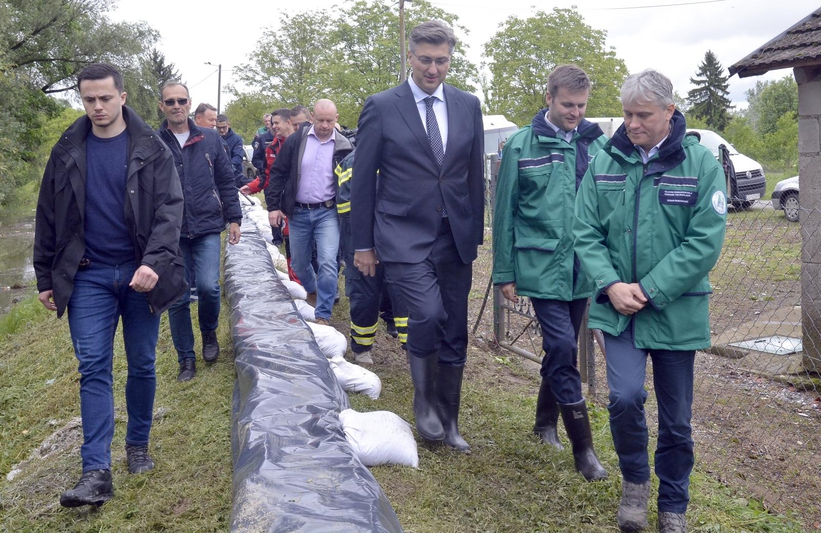 Premijer Andrej Plenković obišao ugrožena područja u Jasenovcu