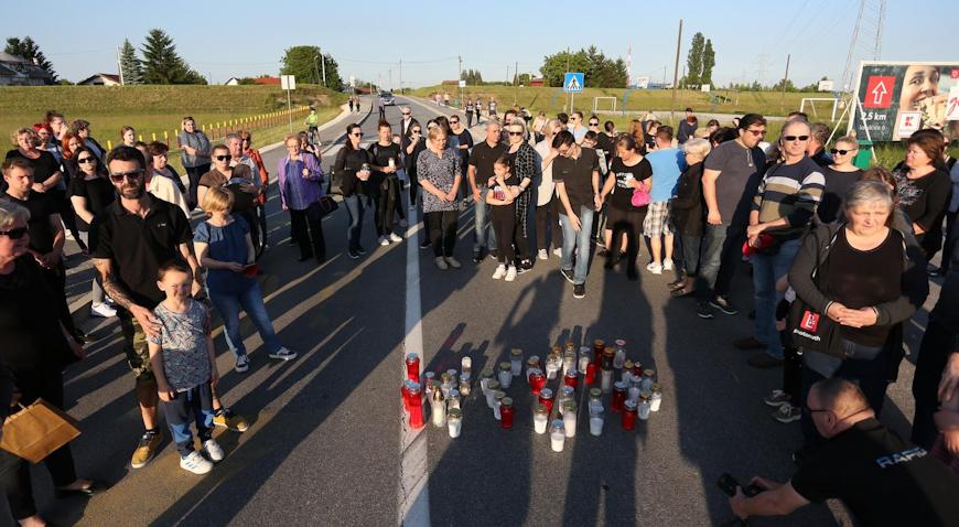 MIRNI PROSVJED – Mještani Blata zapalili lampaše na mjestu nesreće