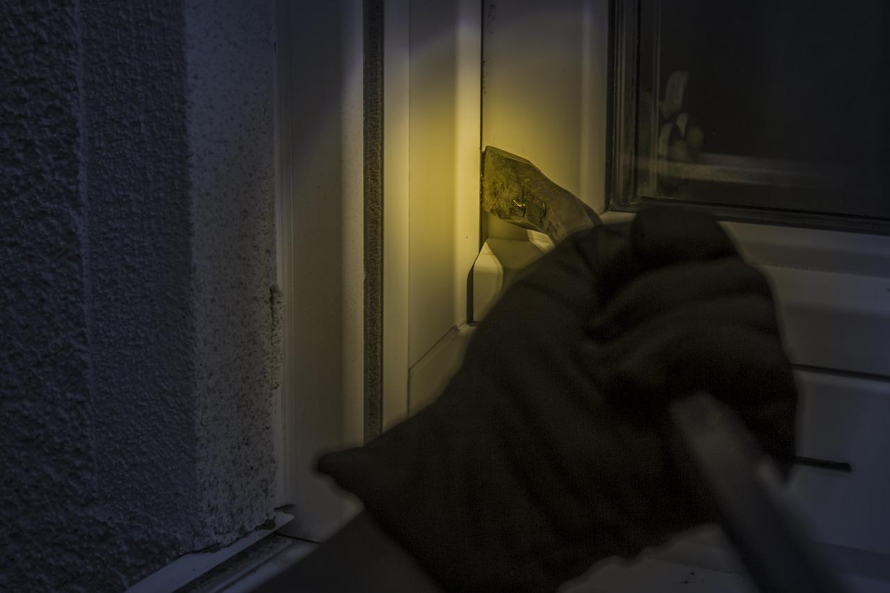 Pod okriljem noći orobili trgovinu u Vrbovcu