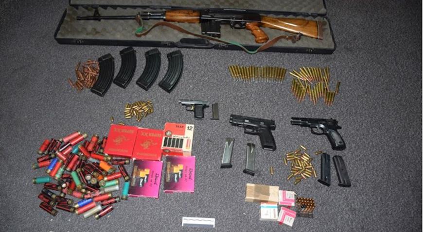 Pretresom kuće radi droge, pronašli i tri pištolja, pušku i veću količinu streljiva