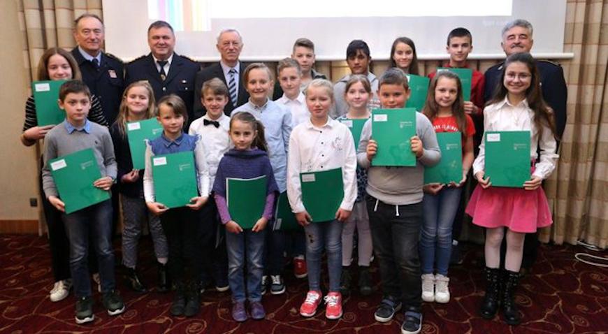 Nagrađeni učenici autori najboljih radova na temu vatrogastva