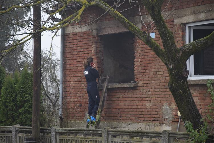 U požaru obiteljske kuće na Trnju ozlijeđena starica