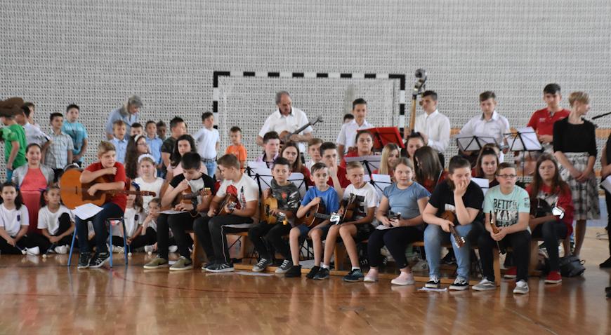 FOTO: Osnovna škola Dubrava proslavila svoj dan