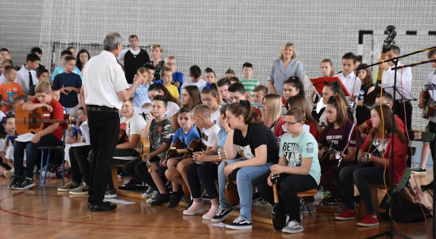 VIDEO: Ovako zvuče tamburaši Osnovne škole Dubrava