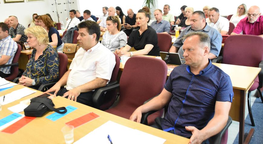 AKTUALAC U DUGOM SELU – Provokacije, komunalna tematika i cijene u vrtićima