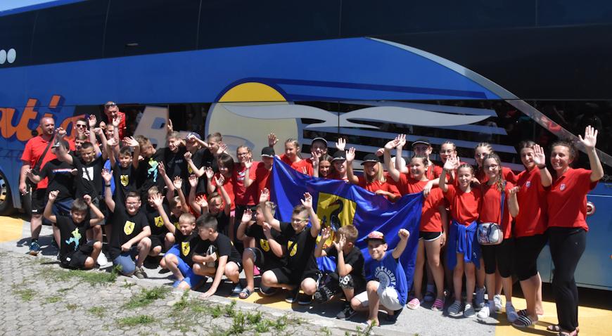 FOTO: Rugvičani se zaputili put Švedske