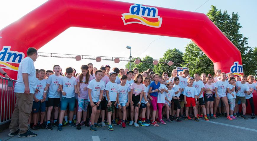 FOTO: Osma dm ženska utrka okupila je rekordnih 15 tisuća trkačica i malih trkača