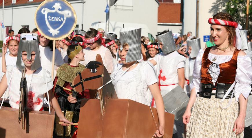 FOTO: Međunarodni karneval u Ivanić-Gradu okupio više od 500 sudionika iz više zemalja