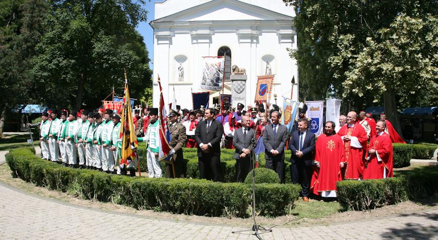 FOTO: Petrovo u Ivanić-Gradu uveličalo 18 povijesnih postrojbi