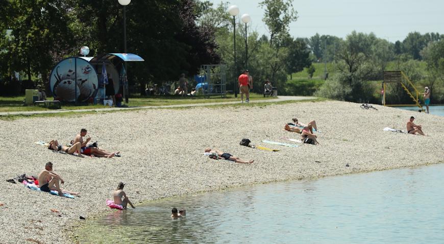 FOTO: Tijelovo na Jarunu uz kupanje, roštilj i sport