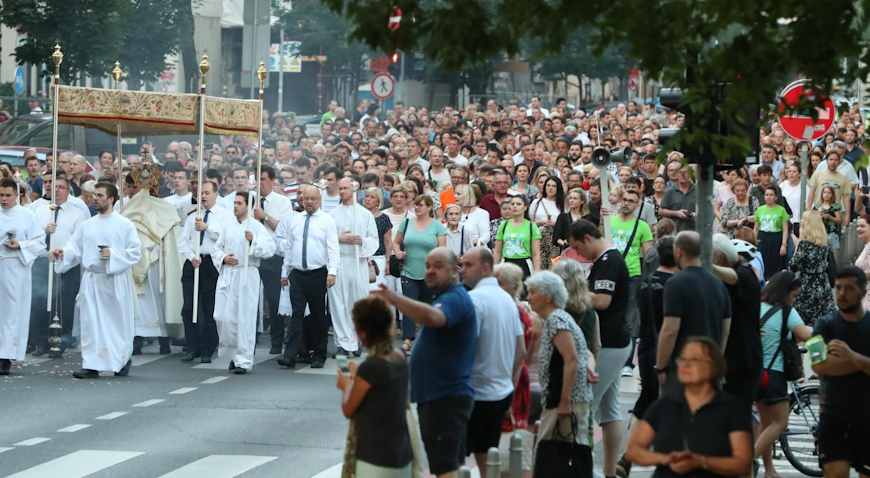 VIDEO: Počasna satnija Kravat pukovnije predvodila Tijelovsku procesiju