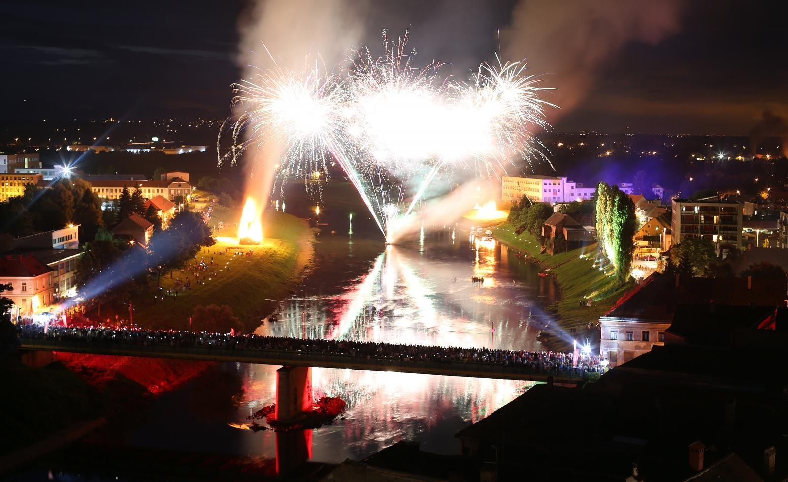 VIDEO: Paljenjem Ivanjskih krijesova otvoreno Zvjezdano ljeto u Karlovcu