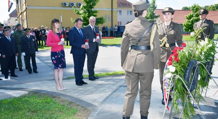 Prigodnim programom u Glini obilježena 28. obljetnica početka oružanog otpora agresoru