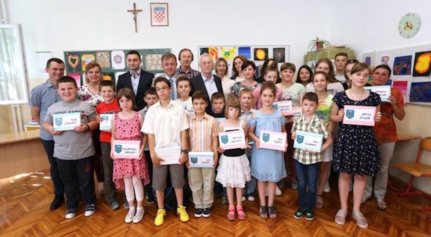 Osnovnoškolci s područja Žumberka dobili tablete
