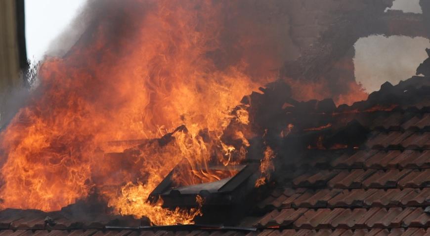 Zbog udara groma gorjelo krovište kuće u Dubravi