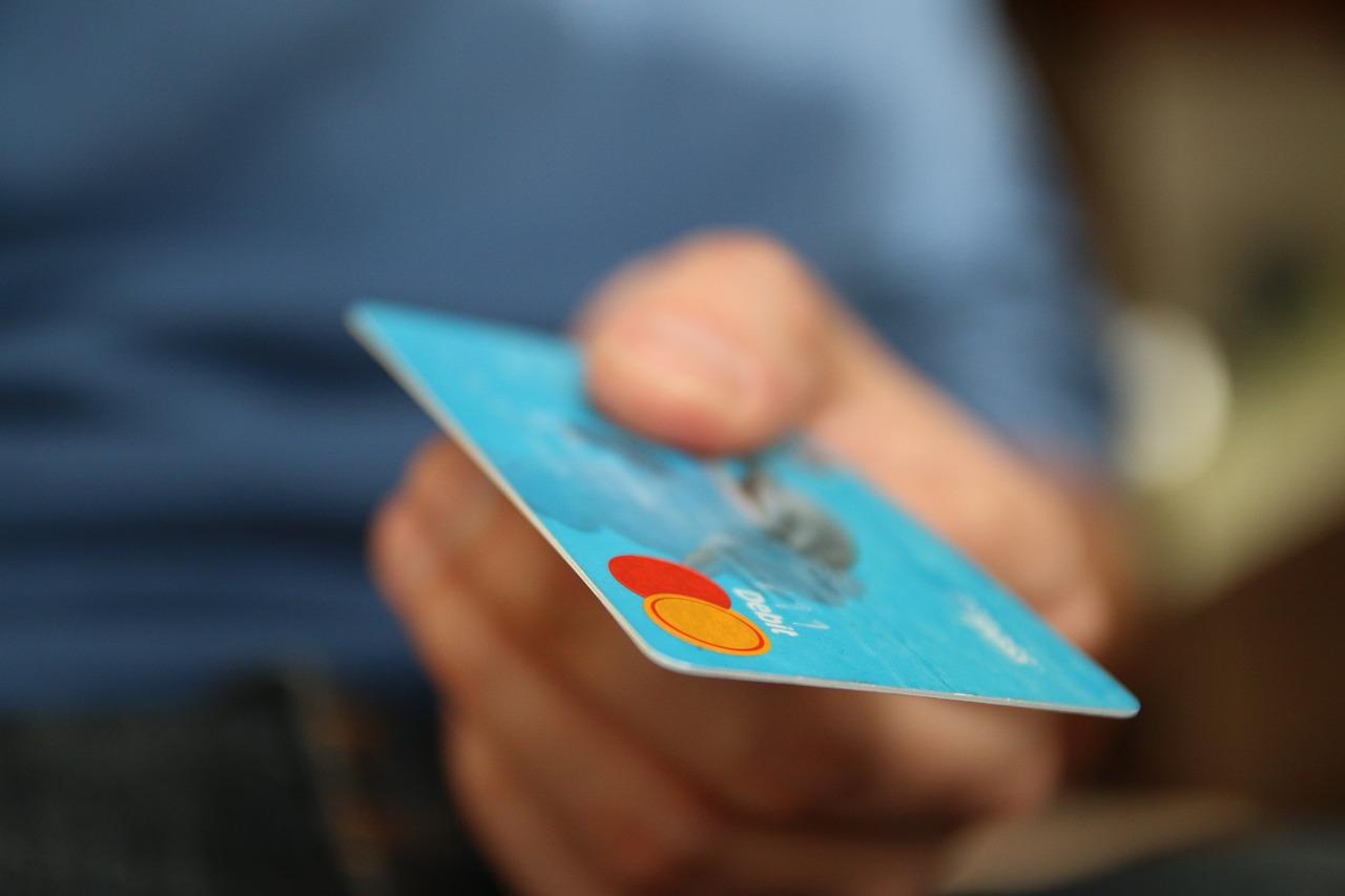 46-godišnjak koristio tuđu kreditnu karticu i lažirao potpise