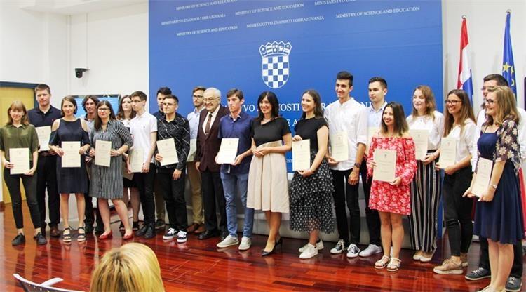Marko Rajković, dobitnik Nagrade Sakač za najbolje riješen ispit iz informatike na državnoj maturi