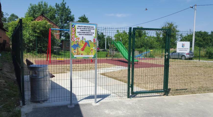 Djeca će se u Mlaki od sada igrati na novom igralištu