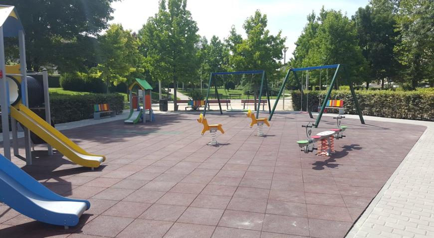 U Hotu naselju postavljeno dječje igralište