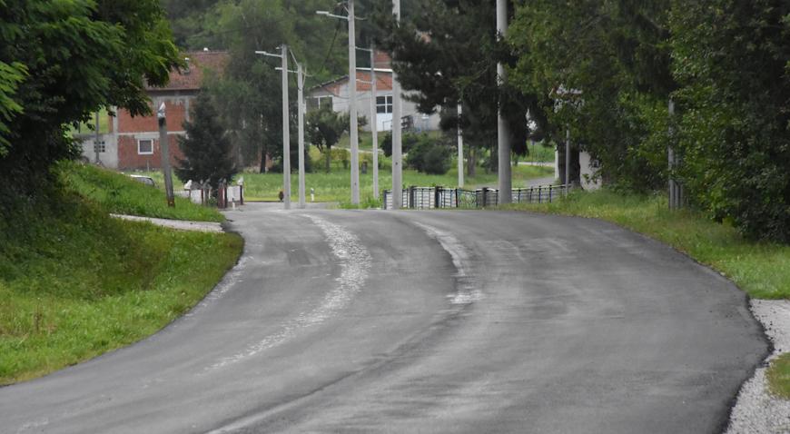 FOTO: U tijeku asfaltiranje Kumrovečke ceste u Bobovcu Rozganskom