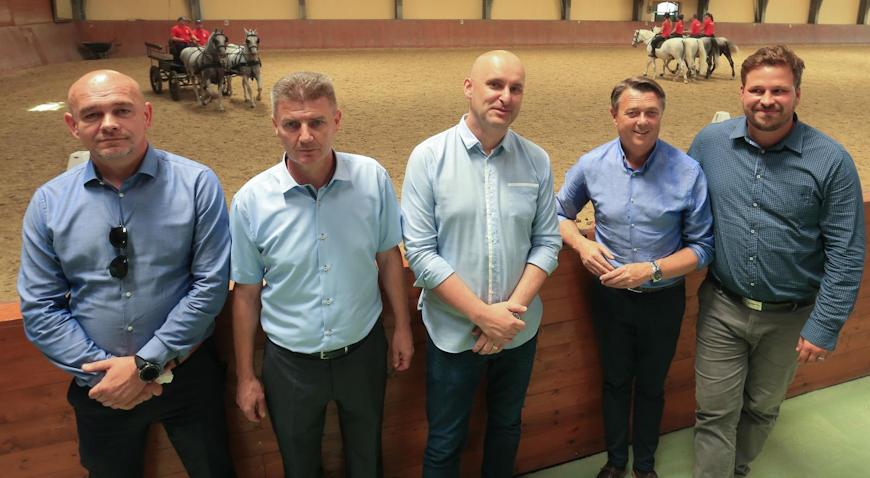 Ministar Tolušić obišao Đakovačku ergelu i lokalne poljoprivrednike