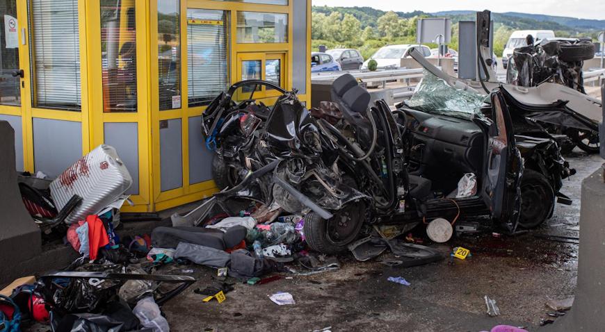 FOTO: U teškoj prometnoj nesreći na naplatnoj postaji Sveta Helena sudjelovala tri vozila