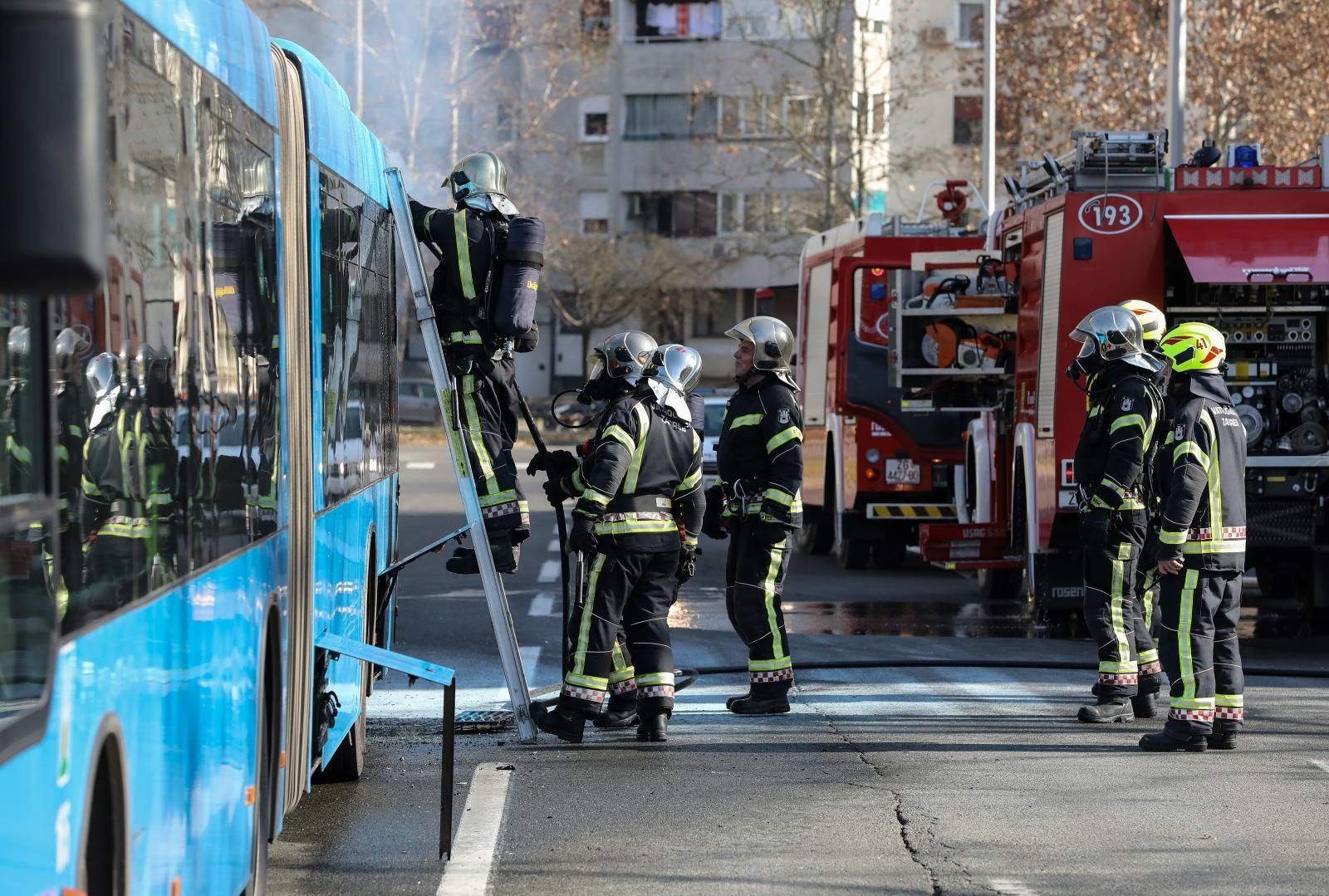 Zapalio se ZET-ov autobus u Velikoj Gorici