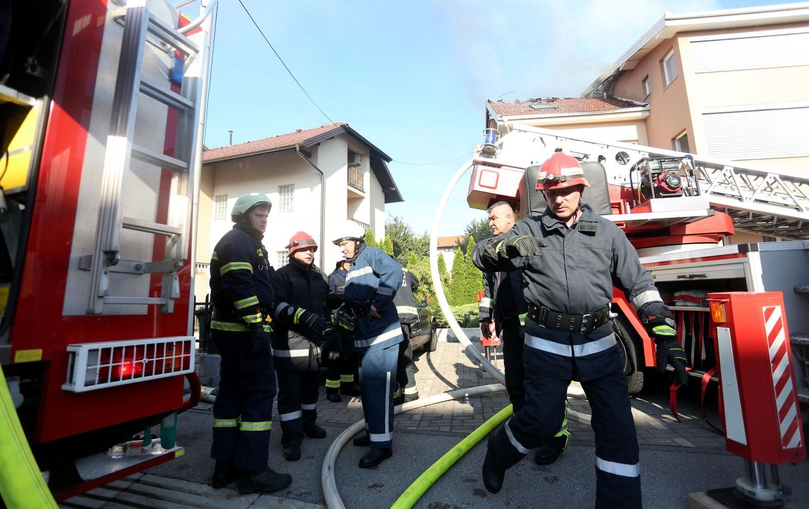 U požaru u Velikoj Gorici smrtno stradao vatrogasac
